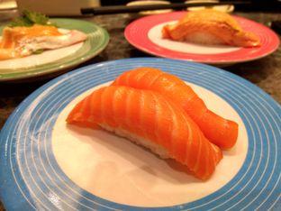 Foto 3 - Makanan(Salmon Sushi) di Sushi Go! oleh Renodaneswara @caesarinodswr