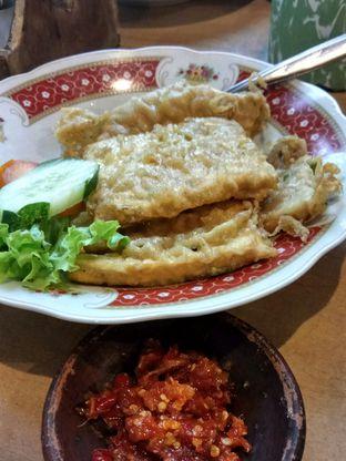 Foto 2 - Makanan(Tempe Mendoan) di Bale Soto oleh YSfoodspottings