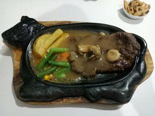 Foto 1 - Makanan(Beef steak) di Waroeng Steak & Shake oleh Ratu Aghnia