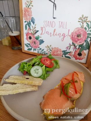 Foto 1 - Makanan(Salmon Salad Brunch) di Origin Bakery oleh @NonikJajan