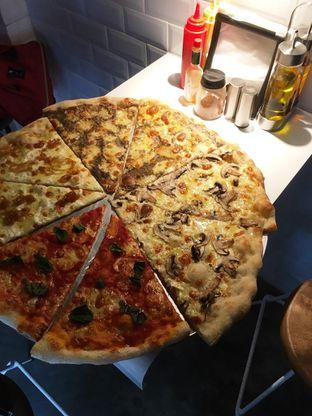 Foto 10 - Makanan di Sliced Pizzeria oleh Prido ZH
