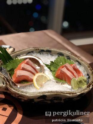 Foto 1 - Makanan(salmon sashimi) di Enmaru oleh Patsyy