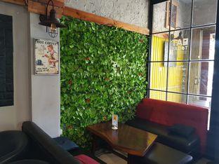 Foto 6 - Interior di Thamir Coffee oleh D L
