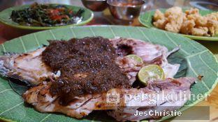 Foto 6 - Makanan(Kuwe Bakar) di Makassar Seafood Pelangi oleh JC Wen
