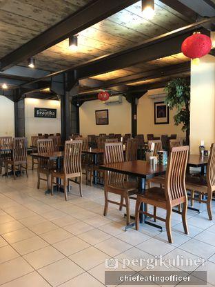 Foto 6 - Interior di Restoran Beautika Manado oleh Cubi