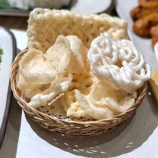 Foto 4 - Makanan(Aneka kerupuk) di Taliwang Bali oleh Stellachubby