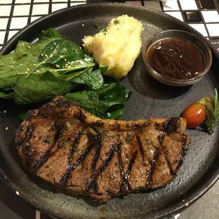 Foto - Makanan(NZ prime steer striploin 200 gr) di Tokyo Skipjack oleh Pengembara Rasa