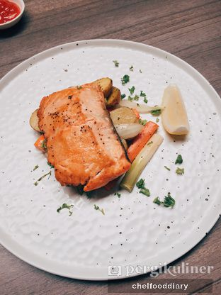Foto 5 - Makanan(Grilled Salmon Steak) di Bakerzin oleh Rachel Intan Tobing