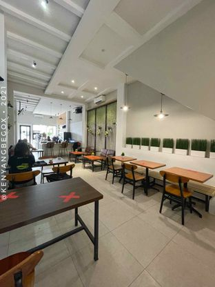 Foto review Upstairs Coffee Signature oleh Vionna & Tommy 12