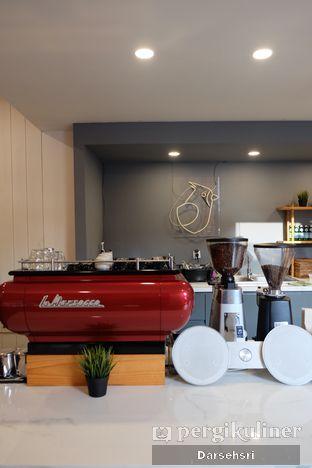 Foto 6 - Interior di Woodpecker Coffee oleh Darsehsri Handayani