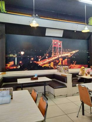 Foto 5 - Interior di Lapan Duobelas Palembang Resto oleh yukjalanjajan