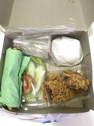 Foto 2 - Makanan di Ayam Goreng Suharti oleh Vicky Angdi