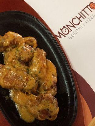 Foto 1 - Makanan(Buffalo Cheesy Wings) di Monchitto Gourmet Pizza oleh Fanny82