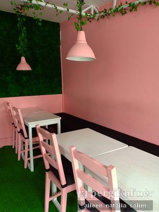 Foto 2 - Interior di Mimo Cooks & Coffee oleh @NonikJajan