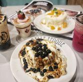 Foto Milk tea pancake boba and cream cheese di Belle Epoque