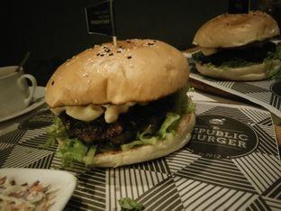 Foto review The Republic of Burger oleh feby 1