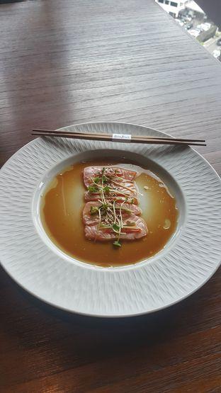 Foto 1 - Makanan(Salmon aburi) di Akira Back Indonesia oleh Kelvin Sky