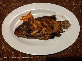 Foto 3 - Makanan(Ikan Gurame Bakar Madu) di Taman Santap Rumah Kayu oleh Ardelia I. Gunawan