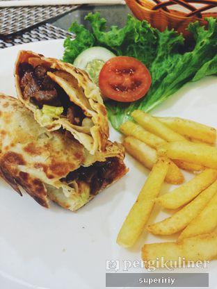 Foto 2 - Makanan(shawarma) di Ali Baba Middle East Resto & Grill oleh @supeririy
