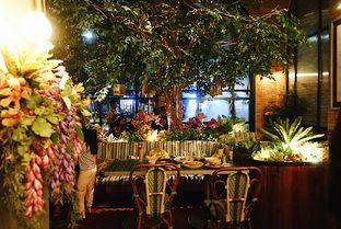 Foto 6 - Interior di The Garden oleh iminggie