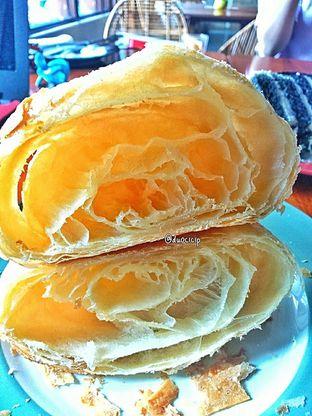 Foto 13 - Makanan(Croissant ) di Convivium oleh duocicip