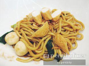 Foto 1 - Makanan(Madame Chang's dry noodle) di Madame Chang oleh @supeririy