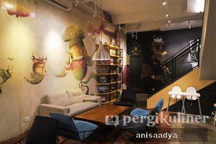 Foto 8 - Interior di The Bunker Cafe oleh Anisa Adya