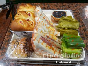 Foto 3 - Makanan di Dandy Bakery oleh Ladyonaf @placetogoandeat