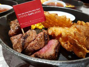 Foto review Steak Hotel by Holycow! oleh D L 1