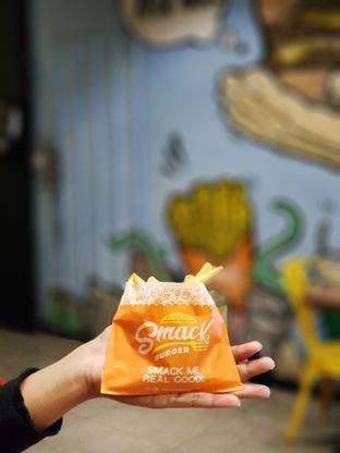 Foto 2 - Makanan di Smack Burger oleh Amrinayu