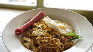 Foto 1 - Makanan(Indomie goreng telor asin + sosis) di Me Time oleh Kelvin Tan