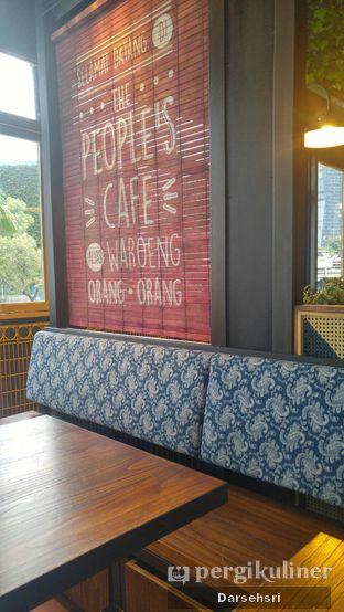 Foto 3 - Interior di The People's Cafe oleh Darsehsri Handayani