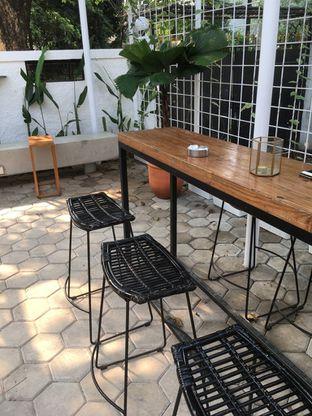 Foto 8 - Interior di Simetri Coffee Roasters oleh Prido ZH
