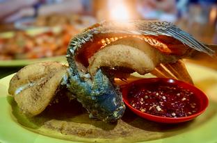 Foto 3 - Makanan(Gurame Goreng) di Parit 9 Seafood oleh Fadhlur Rohman