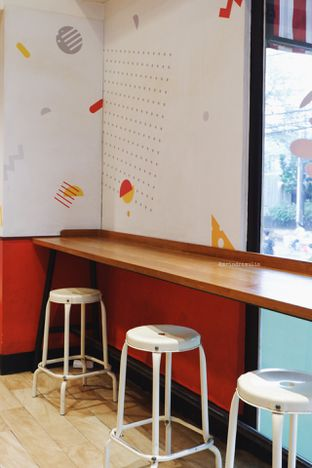 Foto 7 - Interior di Flip Burger oleh Indra Mulia