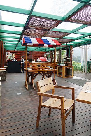 Foto 4 - Interior di Meranti Restaurant oleh inggie @makandll