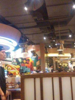 Foto 2 - Interior(restaurant yang selalu ramai pengunjung) di Zenbu oleh Threesiana Dheriyani