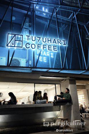 Foto 8 - Interior di Tu7uhari Coffee oleh Darsehsri Handayani