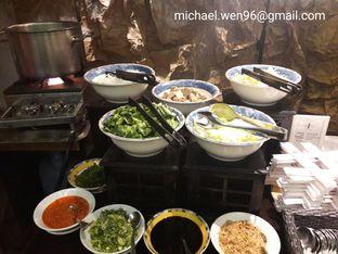 Foto 6 - Interior(Live cooking mi baksonya.) di Cafe One - Wyndham Casablanca Jakarta oleh Michael Wenadi
