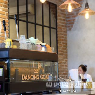 Foto 6 - Interior di Dancing Goat Coffee Co. oleh Darsehsri Handayani