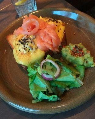 Foto 3 - Makanan(Eggs benedict broadway style (IDR 115k)) di Toby's Estate oleh Renodaneswara @caesarinodswr