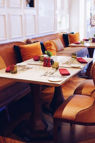 Foto 24 - Interior di Arts Cafe - Raffles Jakarta Hotel oleh Indra Mulia