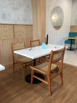 Foto 13 - Interior di Dailydose Coffee & Eatery oleh Prido ZH