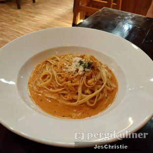 Foto 2 - Makanan(Fettucine Al Salmone) di Eataly Resto Cafe & Bar oleh JC Wen