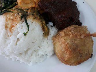 Foto Makanan di Padang Jaya