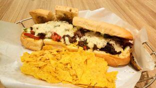Foto 2 - Makanan(Philly Cheesesteak Slider) di Pizza Hut oleh Komentator Isenk
