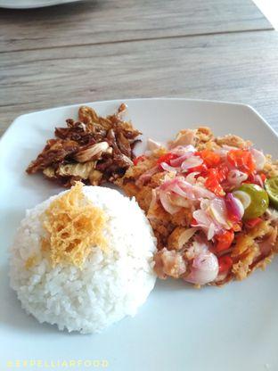 Foto 1 - Makanan(Ayam geprek matah retro) di Ayam Bang Dava oleh Tristo