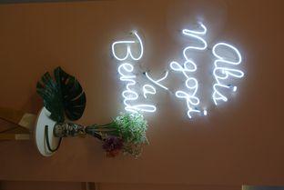 Foto 8 - Interior di Elmakko Coffee oleh inggie @makandll