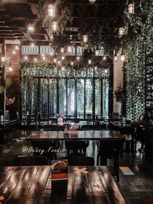 Foto 10 - Interior di Babochkaa Bistro & Coffee Bar oleh deasy foodie