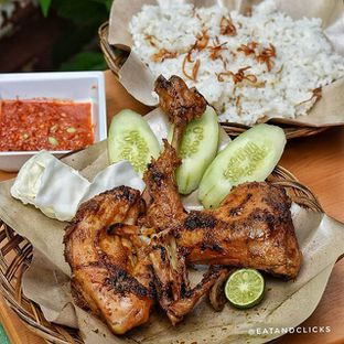 Foto - Makanan di Ayam Bakar Cha - Cha oleh @eatandclicks Vian & Christine
